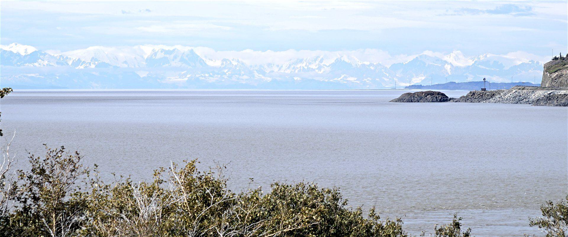 Turnagain Arm mit Alaskakette
