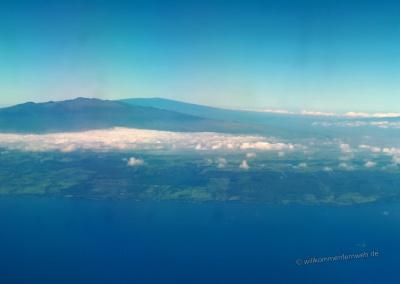 Hawaii mit Mauna Kea und Mauna Loa vom Flugzeug aus