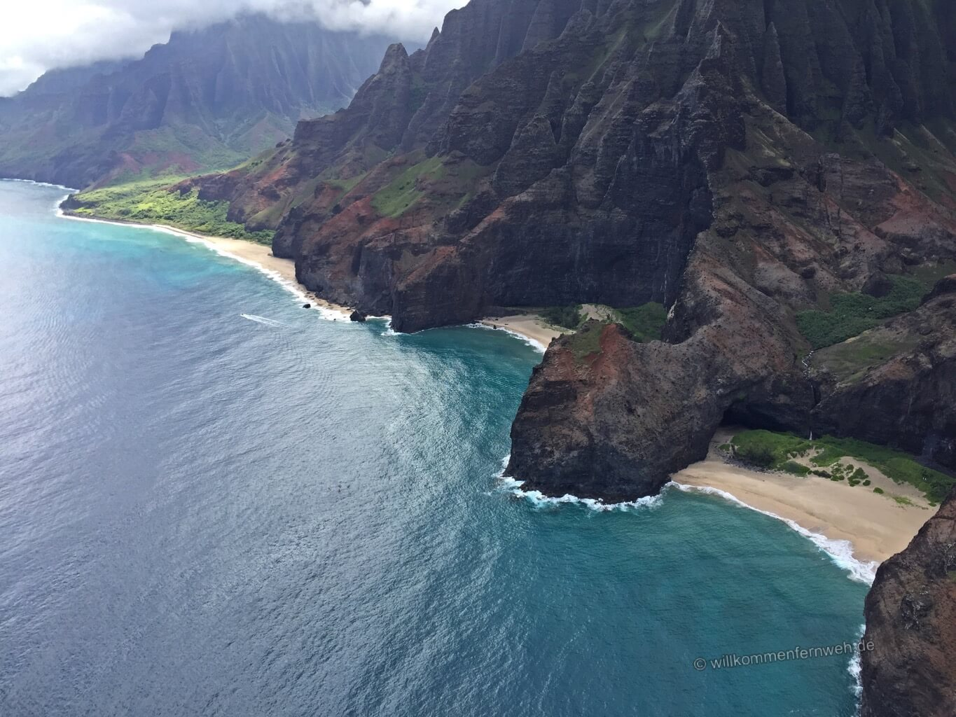 Honopu Beach mit Na Pali Coast und Kalalau Valley