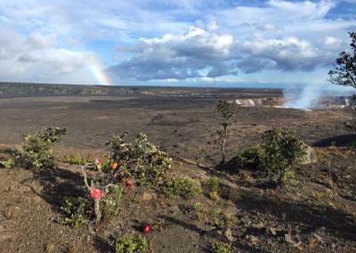 Halemaumau Krater mit Regenbogen