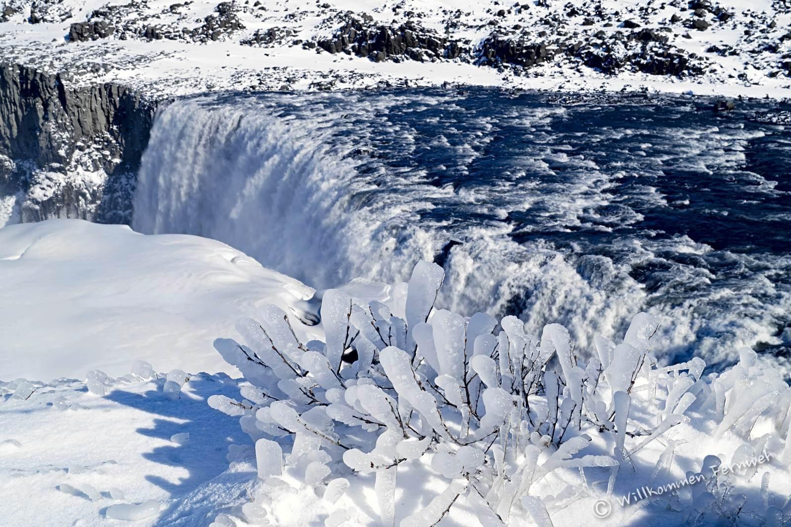 Eiszauber oberhalb des Dettifoss Wasserfalls