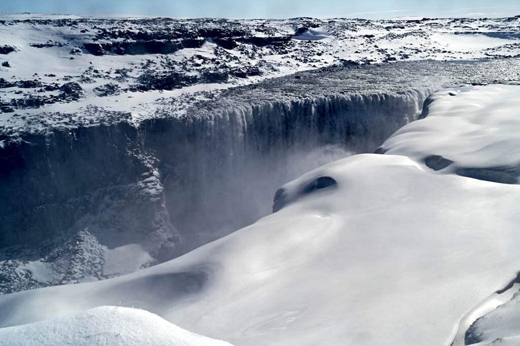 Dettifoss im April-Schnee