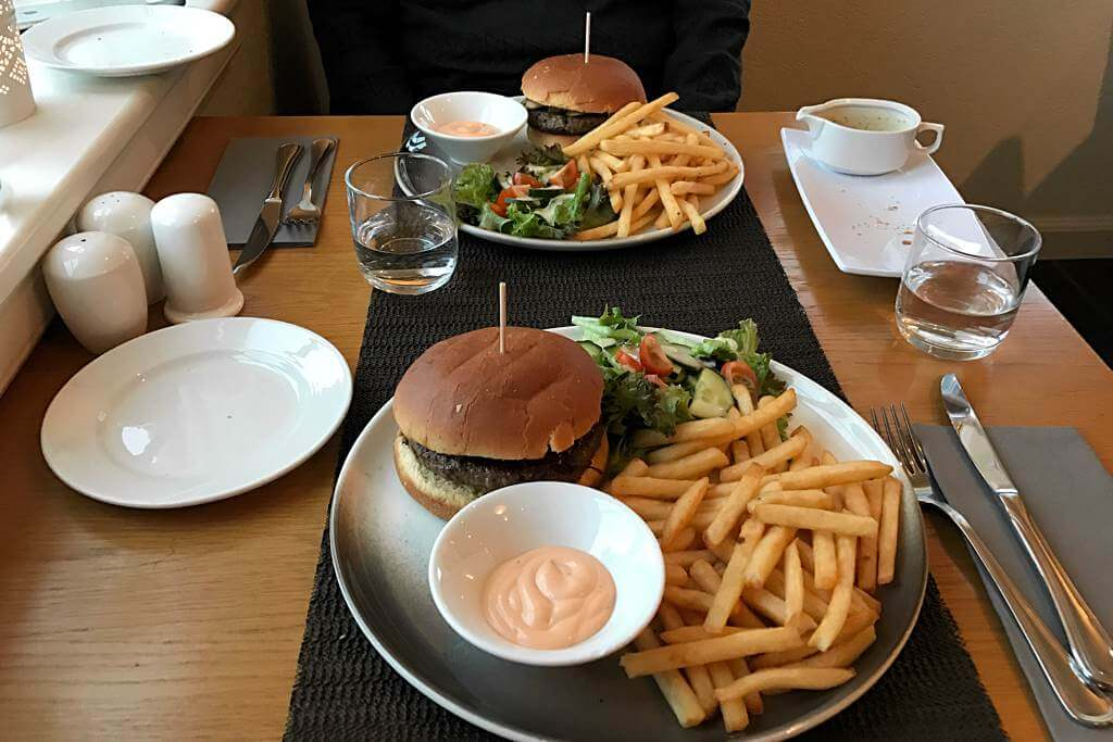Burger im Fosshotel Eastfjords