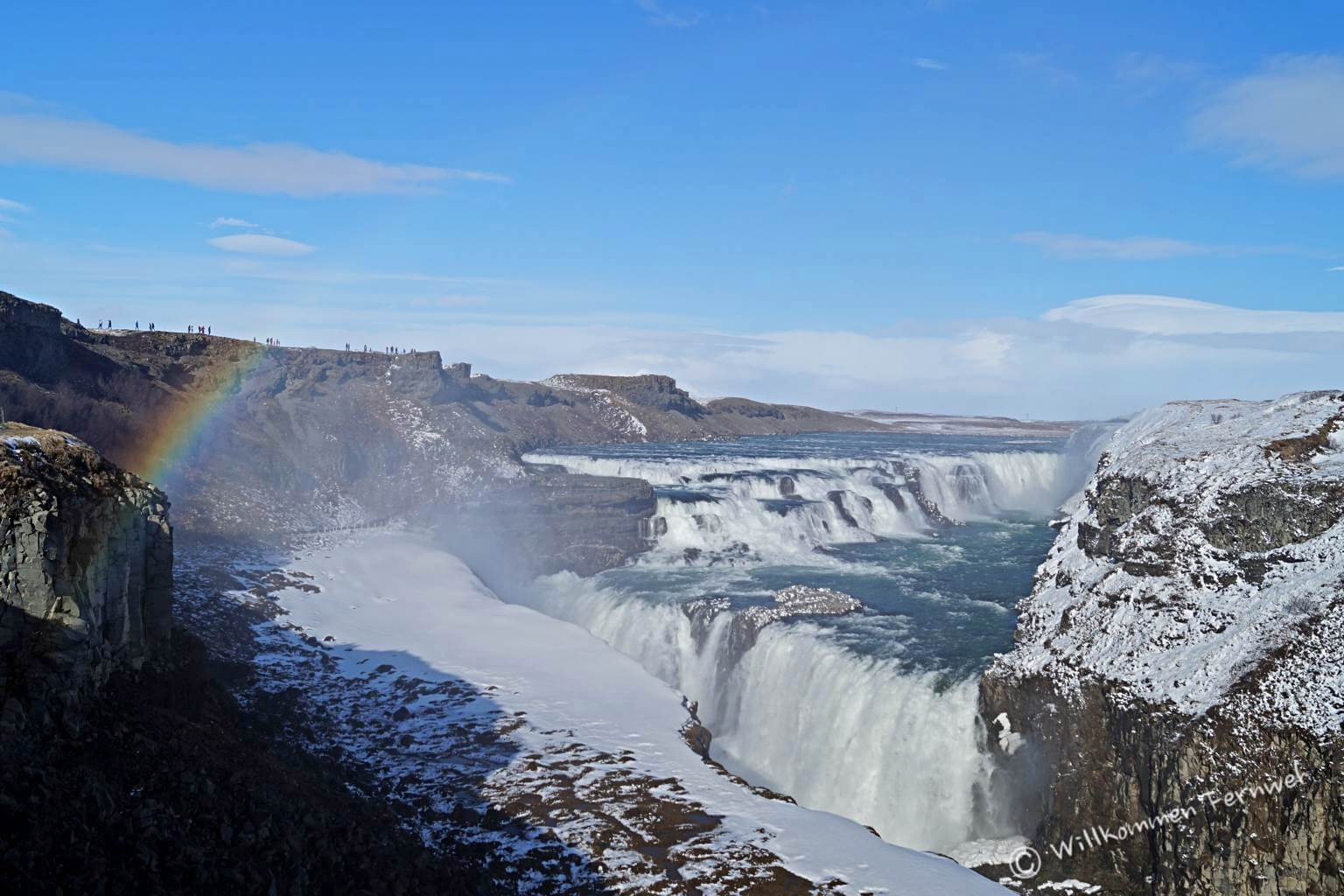 Gullfoss, der goldene Wasserfall mit Regenbogen