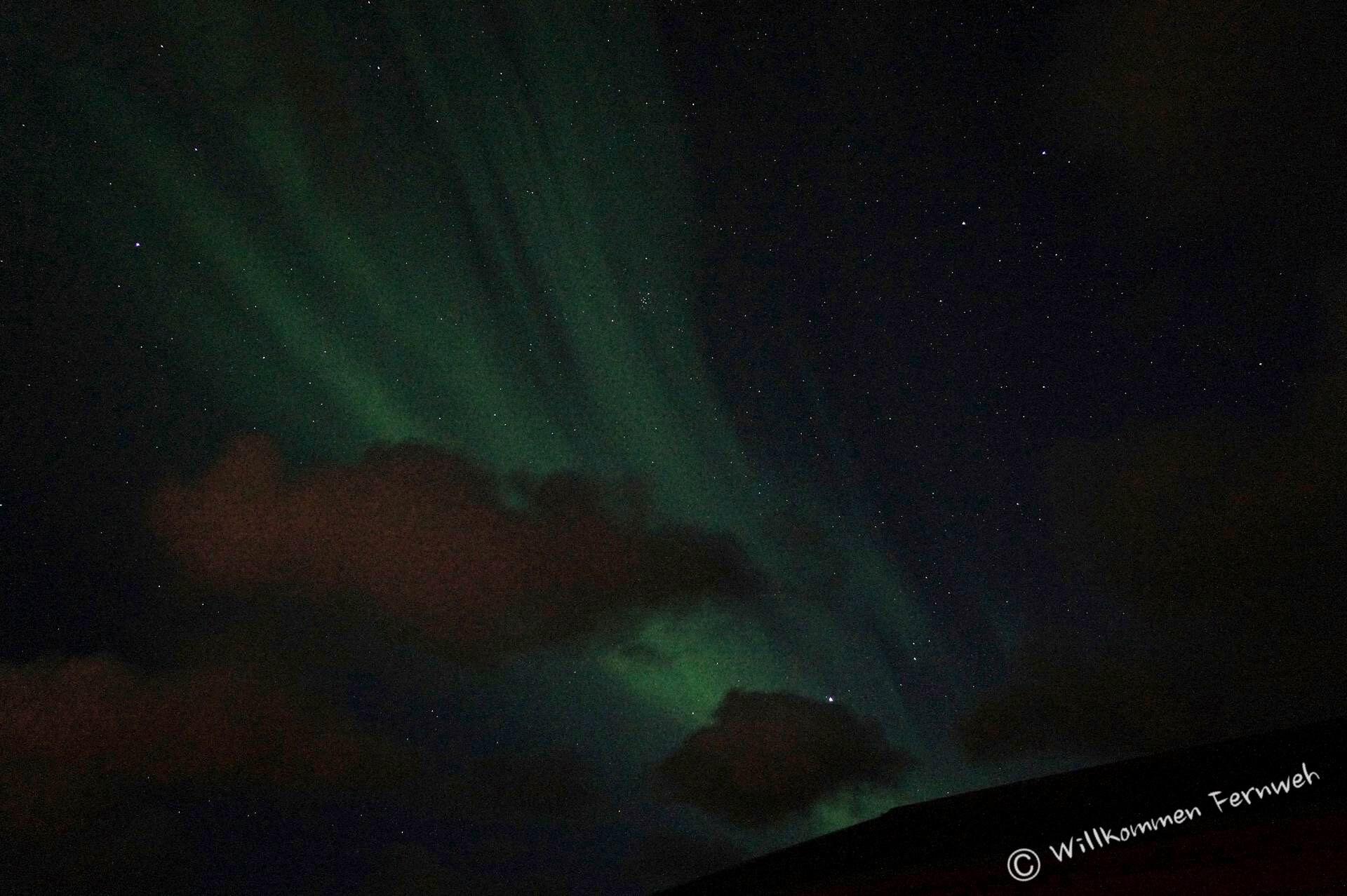 Polarlicht über der Halbinsel Reykjanes auf Island im April