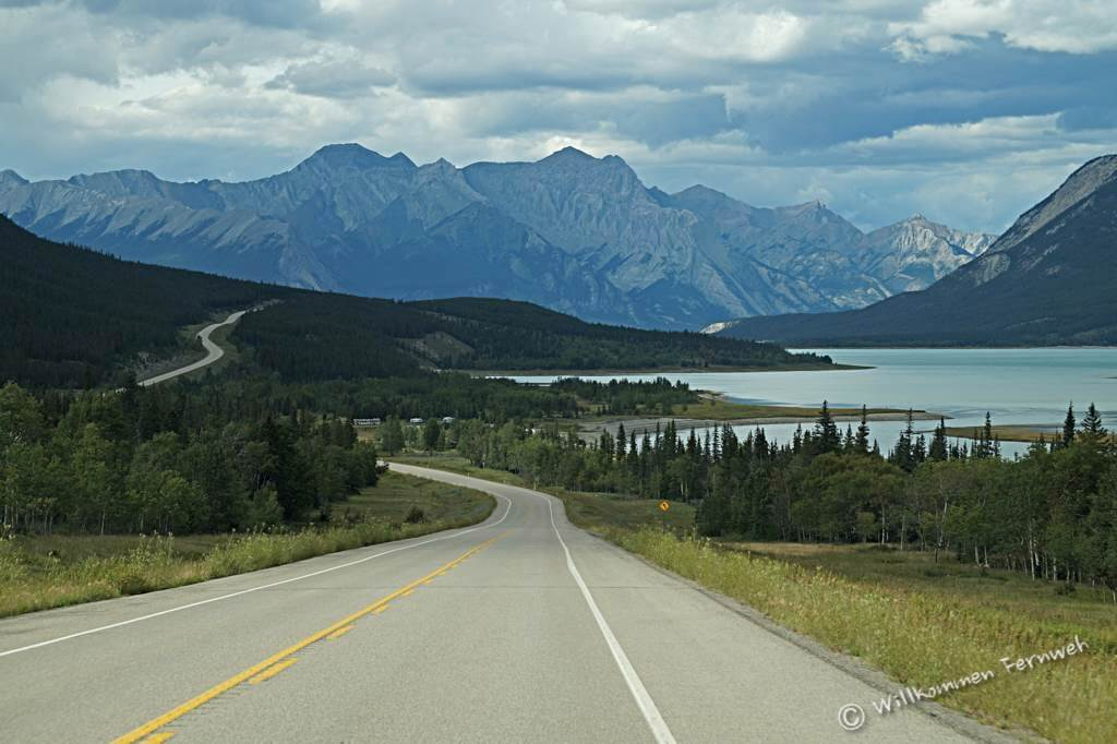 David Thompson Highway mit Abraham Lake