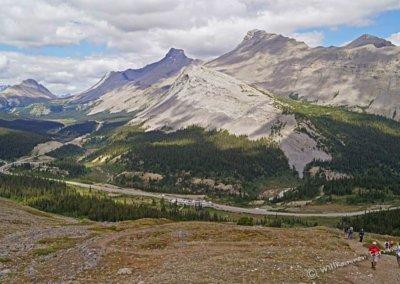Blick zum Parker Ridge Trailhead, ganz klein ist sogar unser Truck Camper zu sehen