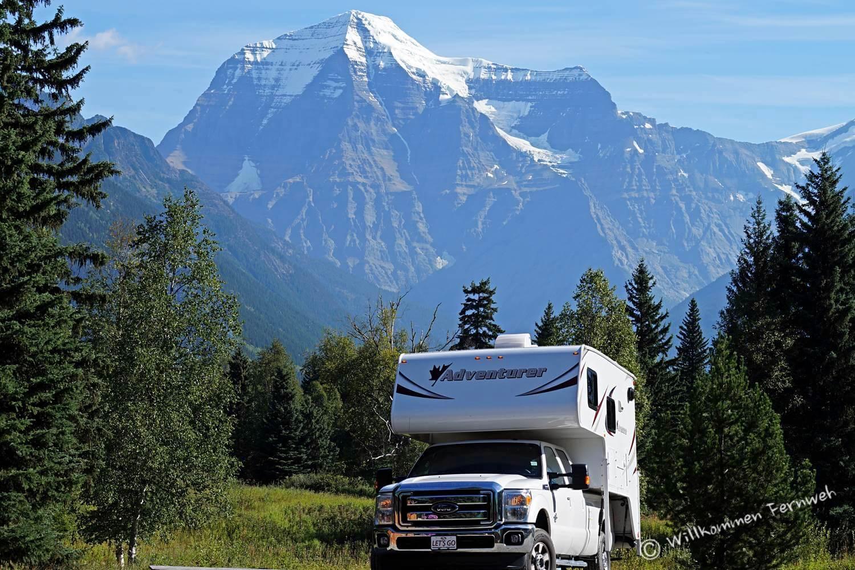 Unser Truck Camper vor der Kulisse des Mount Robson