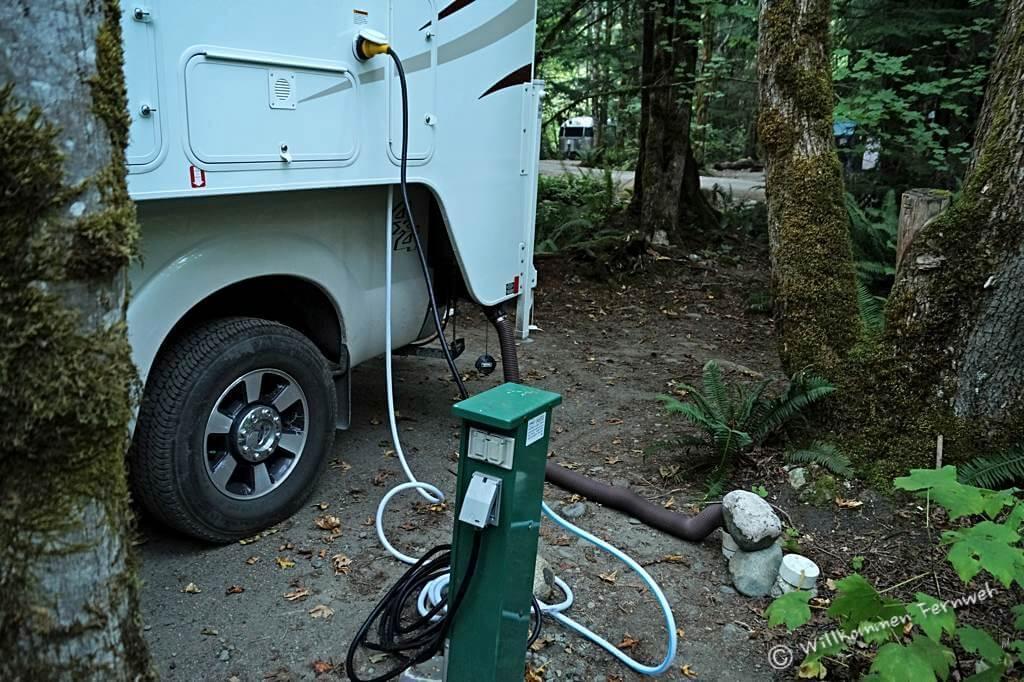 Für uns die Ausnahme: Alle Anschlüsse (Full Hookup) am Campground