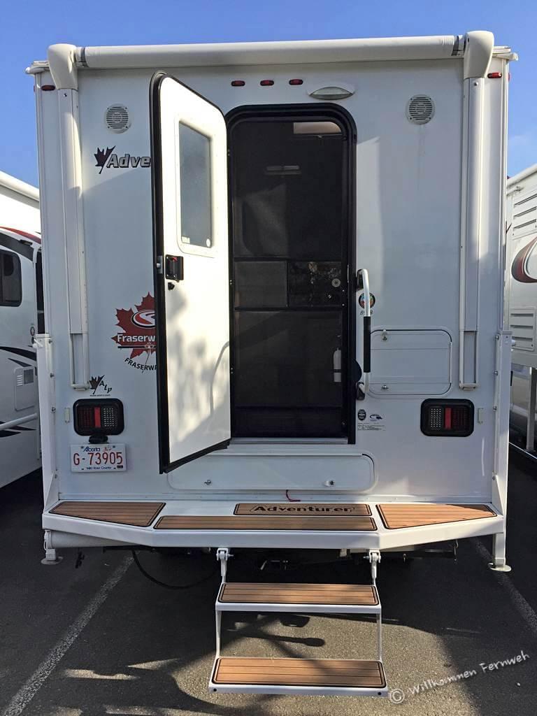 Pickup Truck Camper mit Einstieg von hinten