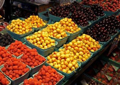 Leckere Kirschen und anderes Obst