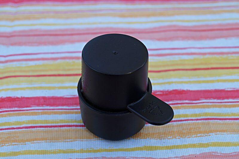 Kaffeepulver in den Filter umfüllen