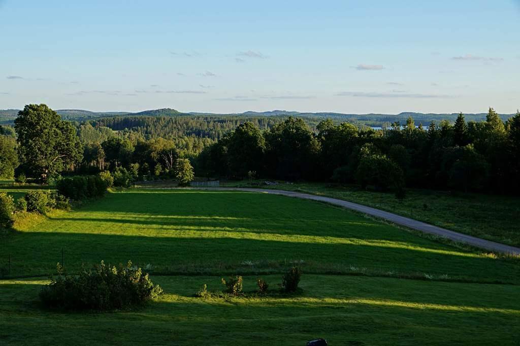 Ausblick vom Ferienhaus auf die Hügel- und Seenlandschaft Smålands