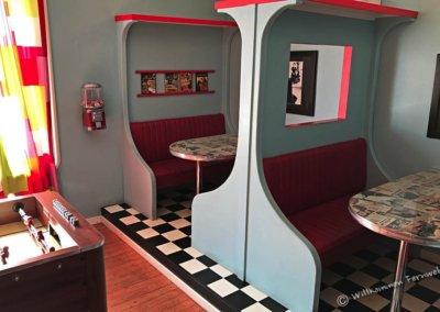 Zimmer im Café Cineast im Stil eines American Diner