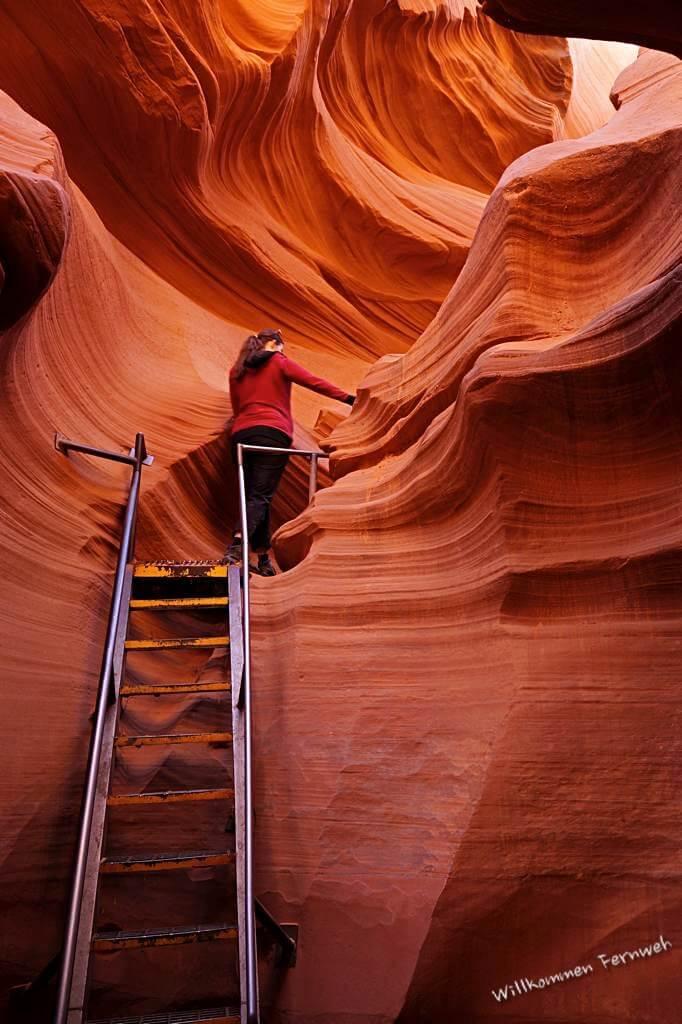 Eine der Treppen bzw. Metallleitern im Lower Antelope Canyon, USA