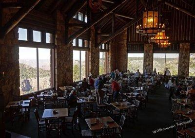 Essen mit grandioser Aussicht in der Lodge