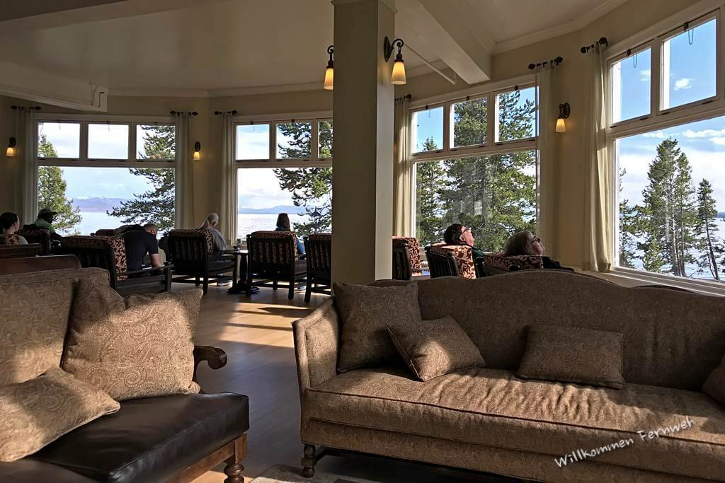 Die Lobby des Lake Yellowstone Hotels mit toller Aussicht, Yellowstone National Park