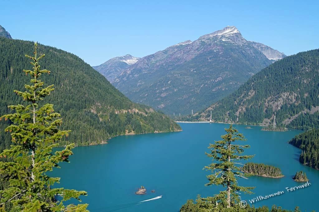 Je nach Lichteinfall und Jahreszeit verändert sich das Wasser des Diablo Lake täglich