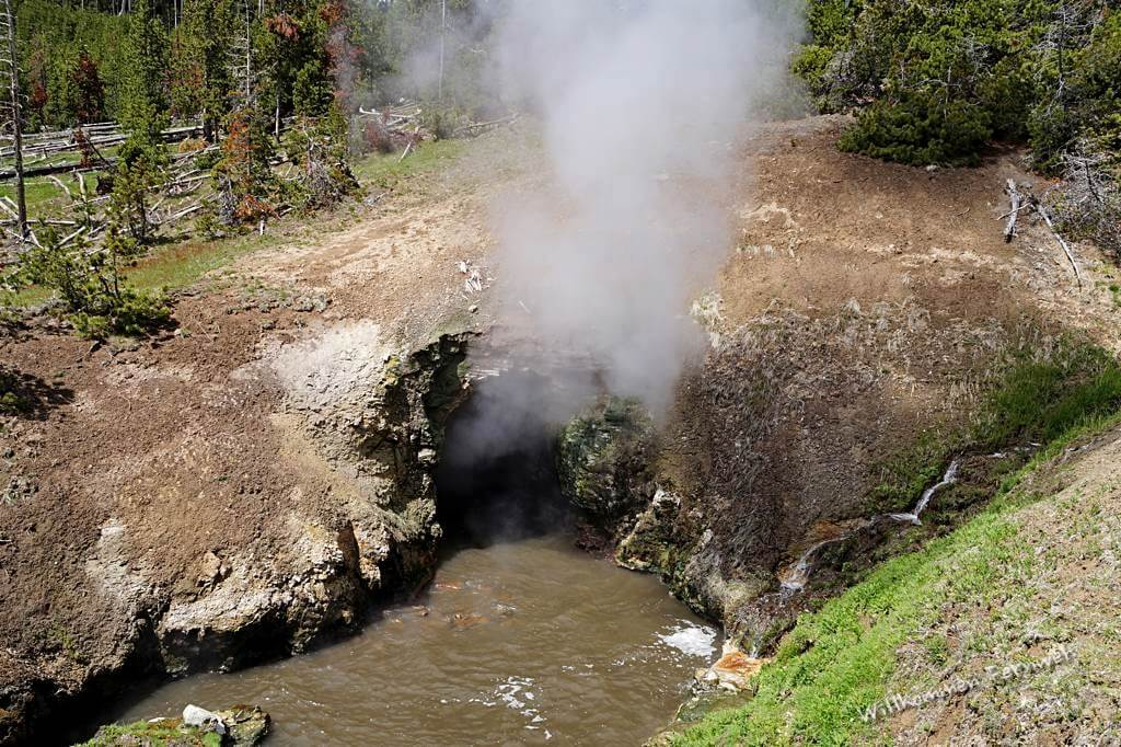 Dragon's Mouth beim Mud Volcano, Yellowstone National Park
