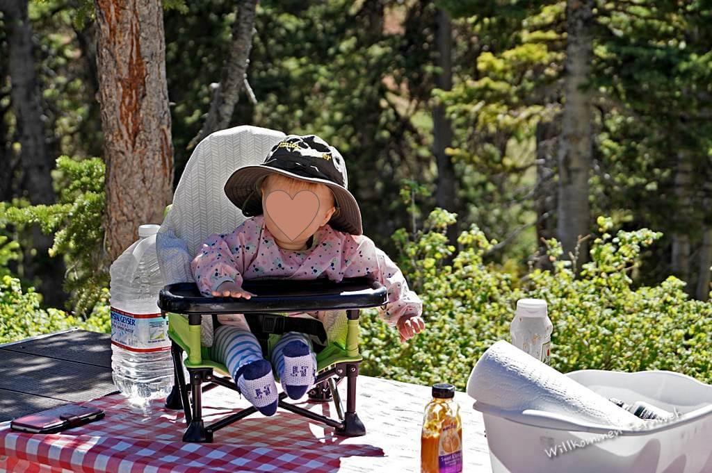Lundi liebt ihren faltbaren Kinder-Picknickstuhl
