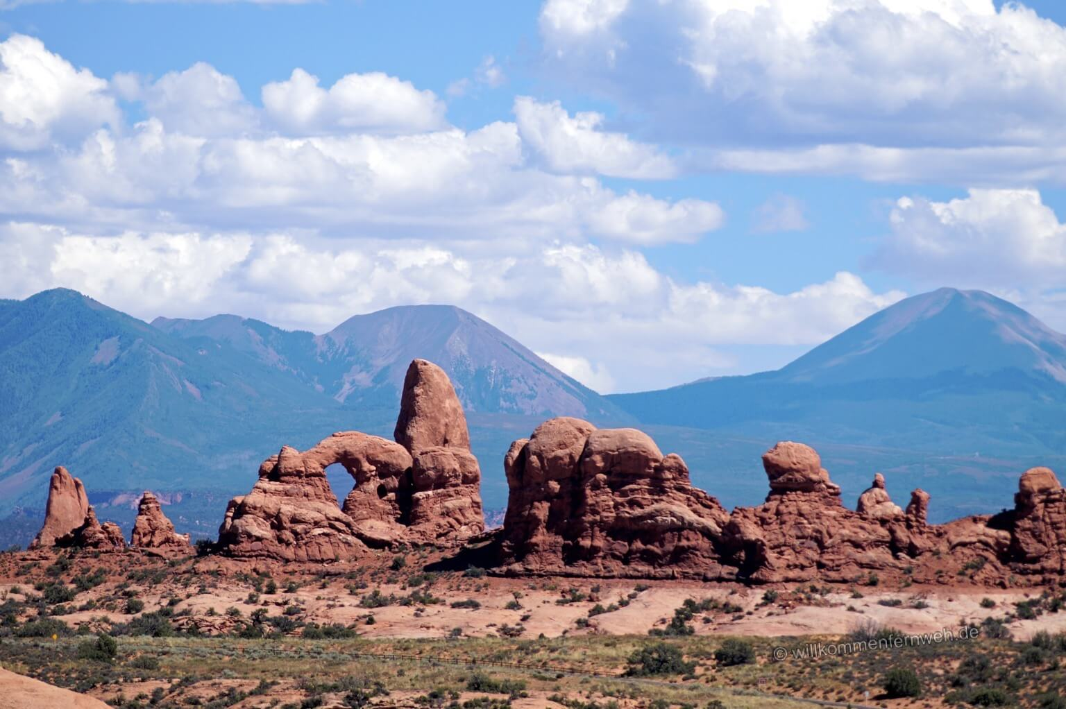 Turret Arch, dahinter die La Sal Mountains